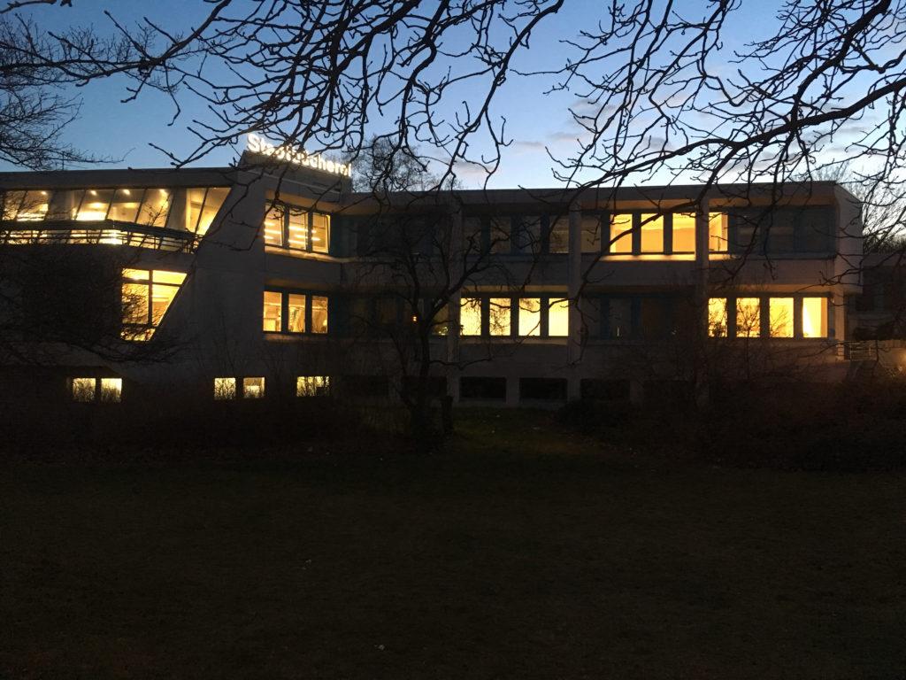 Gut erleuchtet: Bezirksbibliothek im Eva-Maria-Buch-Haus in Tempelhof ©K. Schwahlen
